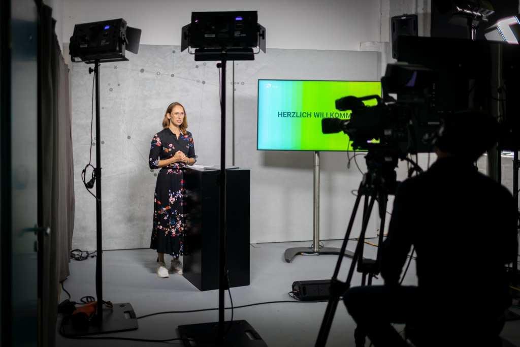 Moderation: Von der Halle ins Studio